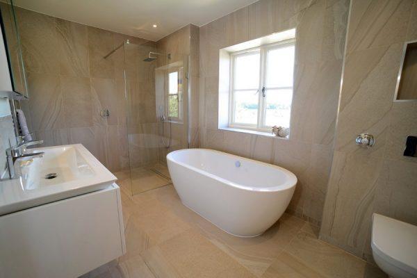 Chudleigh-resized-bathroom-1-900x600